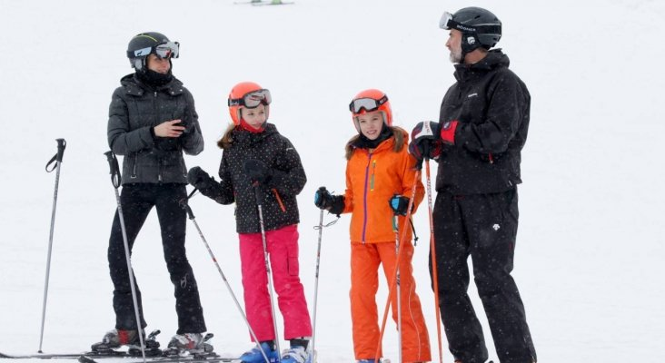 La Familia Real disfrutando de un día de esquí en Astún