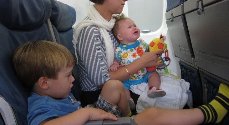 Niños en un avión