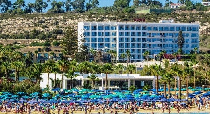 Turistas en una playa de Chipre