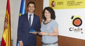 Matilde Asián, secretaria de Estado de Turismo, y Alberto Peris, director de CESAE