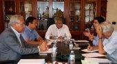 Alcaldes de los principales municipios turísticos canarios junto a Carlos Vogueler, de la OMT