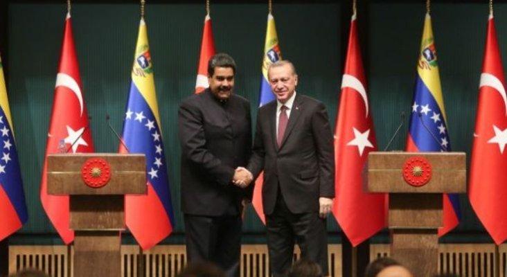 Nicolás Maduro junto al presidente de Turquía