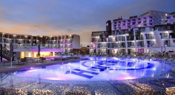 Hotel en Playa d' en Bossa, Ibiza. Foto de Booking.com