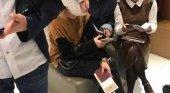 Mujeres chinas retenidas en el aeropuerto