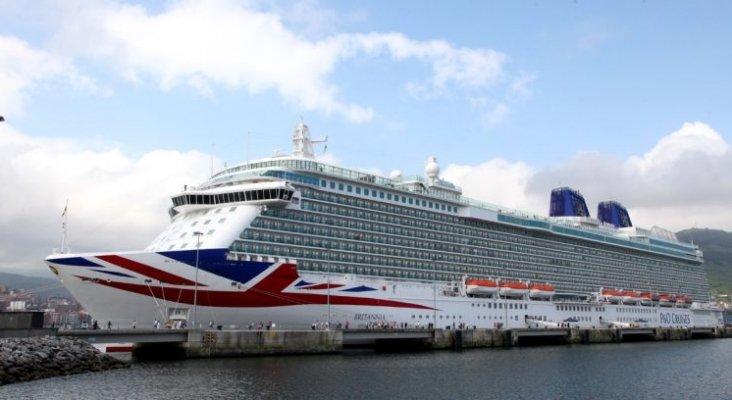 El Britannia rescata a 10 inmigrantes en las costas de Almería