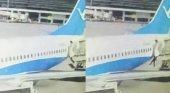 Sobrecargo cae de un avión en China