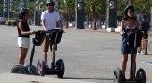 Barcelona prohíbe los segways en las proximidades de la playa durante el verano
