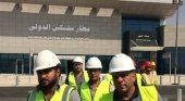 Trabajadores en el nuevo aeropuerto internacional egipcio