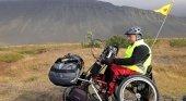 Carlos Sanchis en Islandia con su silla de ruedas. Foto de La Región