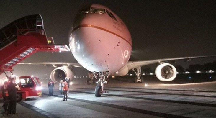 Airbus de Saudi pierde un neumático
