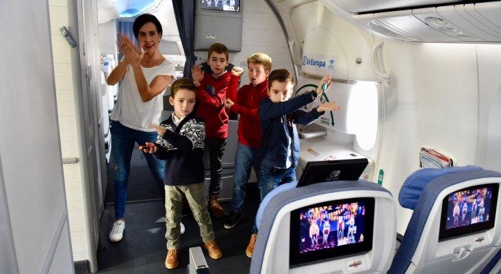 Niños bailando en vuelo de Air Europa