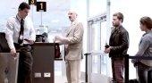 Turistas en el aeropuerto internacional Jorge Chavez
