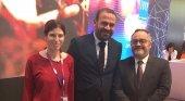 Amor Alonso (Tourinews), Gabriel Escarrer Jaume (Meliá Hotels International) e Ignacio Moll