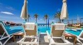 Las hamacas de la piscina se podrán reservar pagando la 'tasa tumbona'