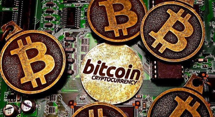 Bitcoin, criptomoneda, llegan a aeropuertos