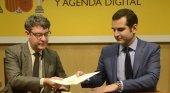 Álvaro Nadal, ministro de Turismo, y Ramón Fernández Pacheco, alcalde de Almería