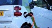 Vehículo eléctrico en plena carga