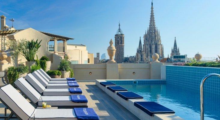Plunge pool y solárium del hotel H10 Madison de Barcelona