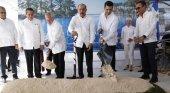"""Santiago de Armas, Danilo Medina y Francisco López dan el primer """"palazo"""" del Lopesan Costa Bávaro Resort Spa & Casino"""