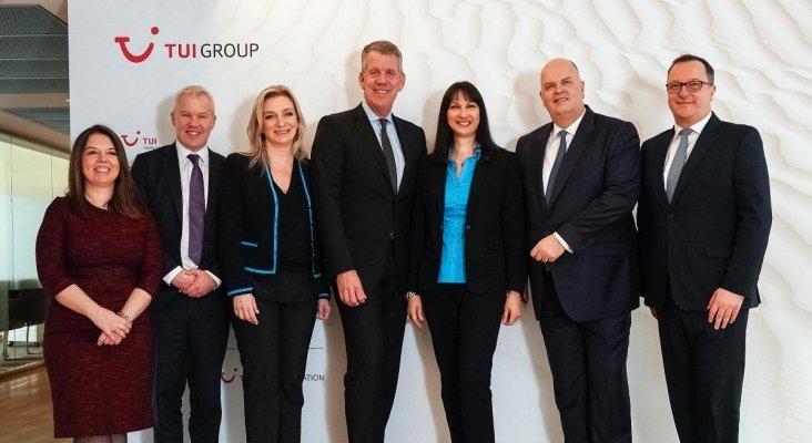 La delegación griega encabezada por la ministra Elena Kountoura junto a Joussen y Ellerbeck