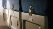 Las mesitas plegables, lo más sucio de los aviones