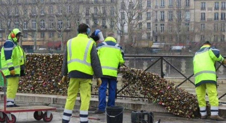 Retiran los 'candados del amor' en Pont Neuf, en París