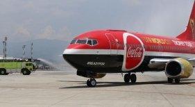 Avión que transporta el trofeo de la Copa Mundial de Fútbol. Foto de CRHoy.com