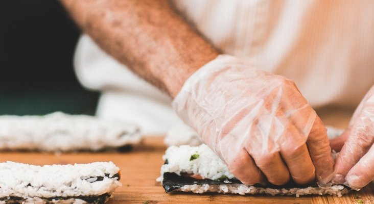 Se aconseja no usar guantes de látex al cocinar