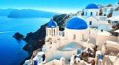 Santorini, en Grecia, teme que la saturación turística dañe la isla