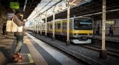 Empresa de ferrocarril se disculpa por un tren que salió 25 segundos antes. Foto de Conoce Japón