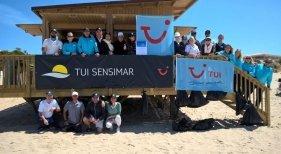 TUI arranca su campaña de limpieza de playas en Cádiz