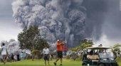 Golfistas hawaianos desafían al Kilauea