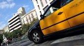 Barcelona multará a taxista en sandalias o tirantes