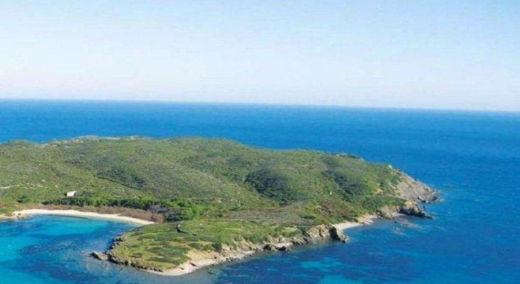 Compran isla menorquina d'en Colom a precio de saldo