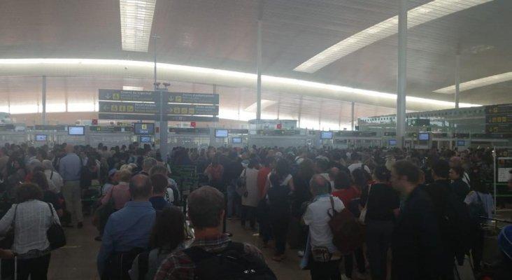 Vuelven las colas multitudinarias al aeropuerto de El Prat. Foto: LV