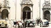 Vehículos antiguos frente a la basílica de Teror, Gran Canaria. Foto: FEDAC