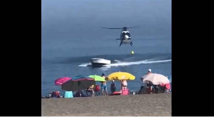 Persecución a narcolancha termina en una playa llena de bañistas