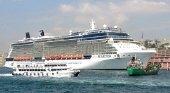 Dos inmigrantes sirios abordan un crucero para huir de Grecia|Amada44 CC BY-SA 4.0