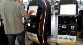 """Las """"modernidades"""" del autocheck-in disguntan en las redes sociales Fotograma del vídeo publicado por Federico Kugler"""