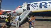 Evacúan un avión de Ryanair tras la explosión de batería de un móvil