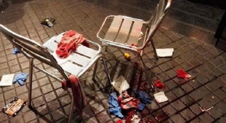 Un mantero arremete a 'hebillazos' contra un turista|Foto: restos de sangre del turista herido por el mantero-Crónica Global