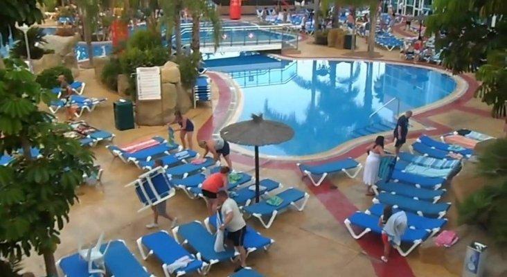 Reserva de hamacas en piscina