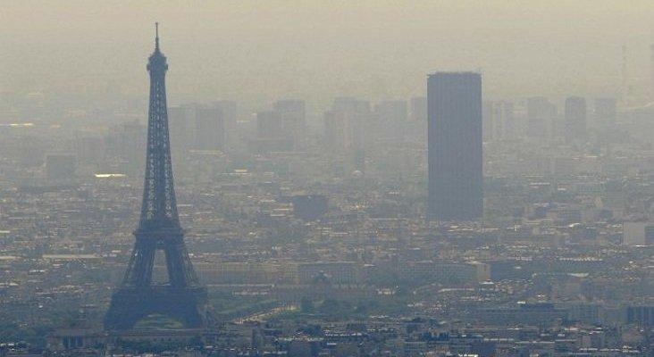Francia restringe la circulación de vehículos en cinco zonas turísticas|Foto: contaminación en París- REUTERS vía Cadena Ser