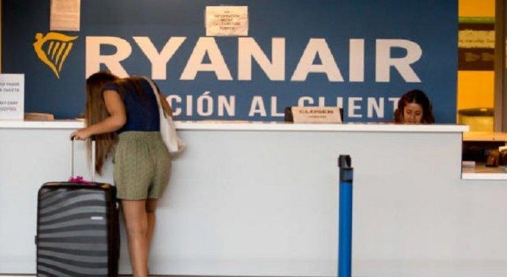 La CAA emprende acciones legales contra Ryanair por no indemnizar a sus pasajeros|Foto: atención al cliente de Ryanair en el aeropuerto de Ibiza- Toni Escobar vía Diario de Mallorca