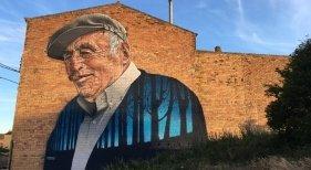 El arte callejero potencia el turismo en las pequeñas localidades|Foto: Mural de Tato, un vecino muy querido de Penelles- Silvia Colomé vía La Vanguardia