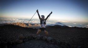 Tenerife refuerza su promoción  como destino turístico en Francia|Foto: El corredor Sange Sherpa a su paso por el Teide en la última edición de la Tenerife Bluetrail