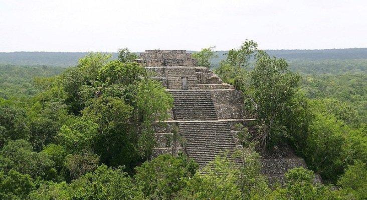El Tren Maya podría dejar a México sin promoción turística|Pirámides de Calakmul, una de las paradas turísticas del Tren Maya- User: PhilippN CC BY-SA 3.0
