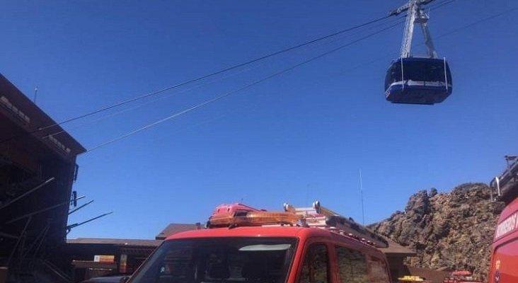 Rescatan a las 34 personas atrapadas en el teleférico del Teide Foto: @BomberosTf vía La Razón