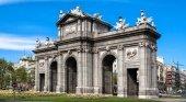 Derbi turístico: los españoles prefieren Madrid y los europeos Barcelona|Puerta de Alcalá Madrid