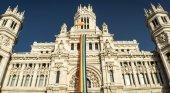 La primera residencia pública para mayores LGTBI del mundo estará en Madrid|Ayuntamiento de Madrid luciendo la bandera LGTBI en el Orgullo de Madrid